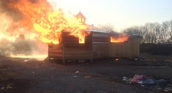 centre juridique calais en feu